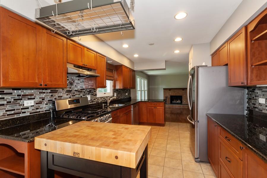 Real Estate Photography - 325 Stratford Court, Aurora, IL, 60504 - Kitchen
