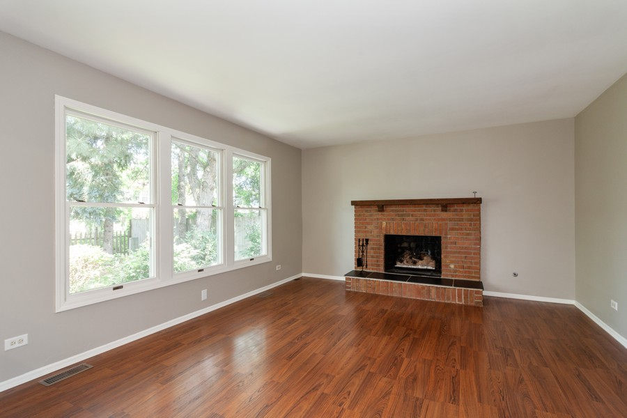 Real Estate Photography - 325 Stratford Court, Aurora, IL, 60504 - Family Room