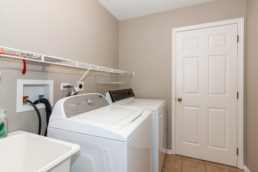 Real Estate Photography - 325 Stratford Court, Aurora, IL, 60504 - Laundry Room