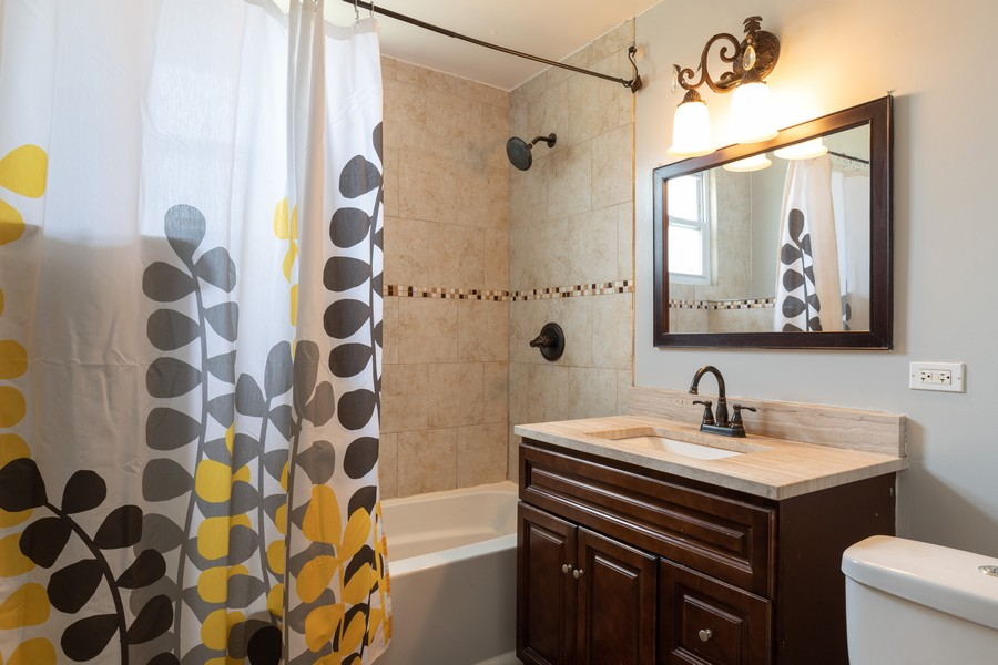 Real Estate Photography - 3946 Euclid Ave, Stickney, IL, 60402 - 2nd Bathroom