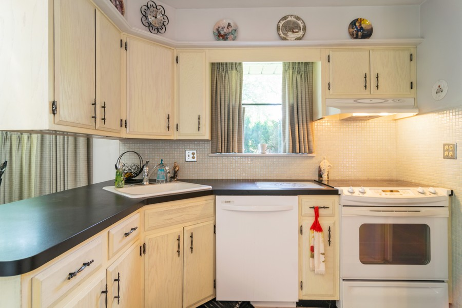 Real Estate Photography - 425 Locust, Roselle, IL, 60172 - Kitchen