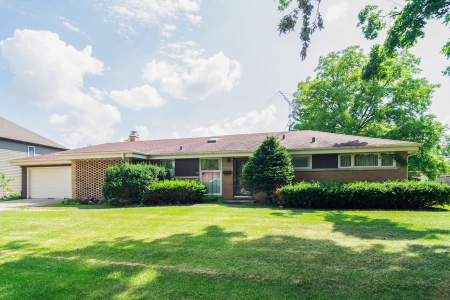 Real Estate Photography - 425 Locust, Roselle, IL, 60172 - Front View
