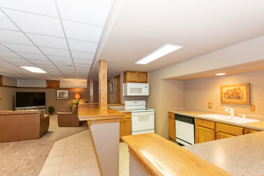 Real Estate Photography - 8907 Patty, Orland Park, IL, 60462 - Bar