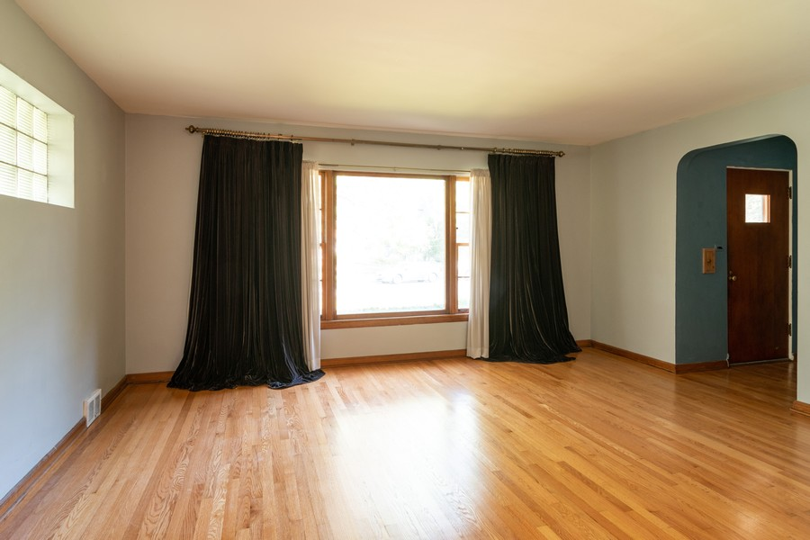 Real Estate Photography - 435 Selborne Rd, Riverside, IL, 60546 - Living Room