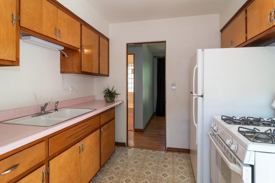 Real Estate Photography - 435 Selborne Rd, Riverside, IL, 60546 - Kitchen