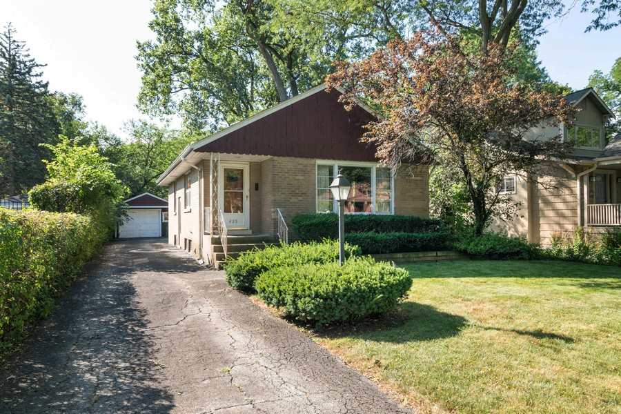 Real Estate Photography - 435 Selborne Rd, Riverside, IL, 60546 - Front View