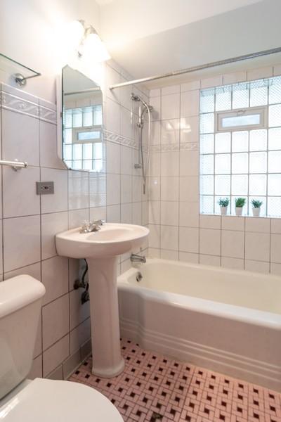 Real Estate Photography - 435 Selborne Rd, Riverside, IL, 60546 - Bathroom
