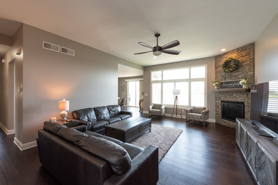 Real Estate Photography - 10311 West 99th Avenue, St. John, IN, 46373 - Living Room