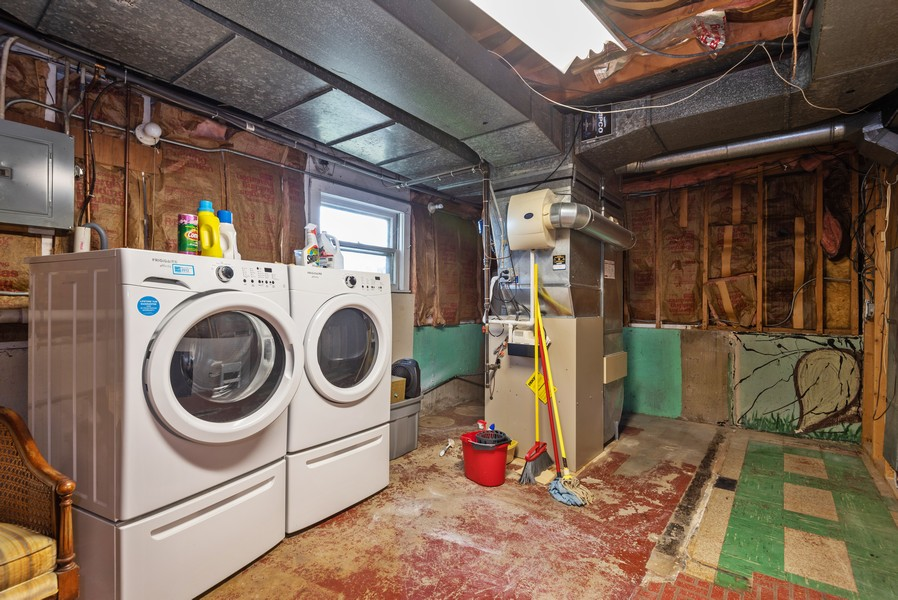 Real Estate Photography - 23 Michael Manor, Glenview, IL, 60025 - Laundry Room