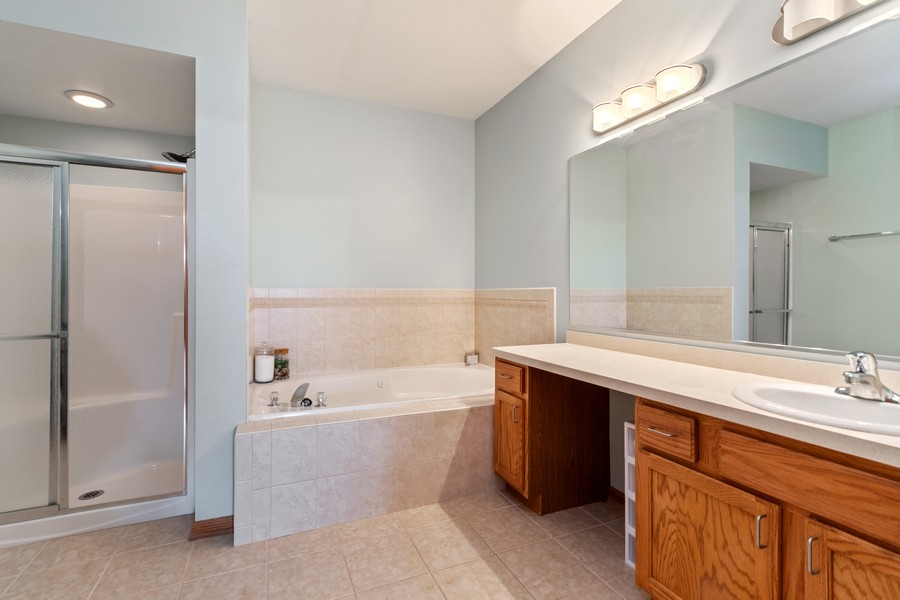 Real Estate Photography - 7928 TRINITY CIRCLE, UNIT 4SW, TINLEY PARK, IL, 60487 - Master Bath with Whirlpool and Separate Shower