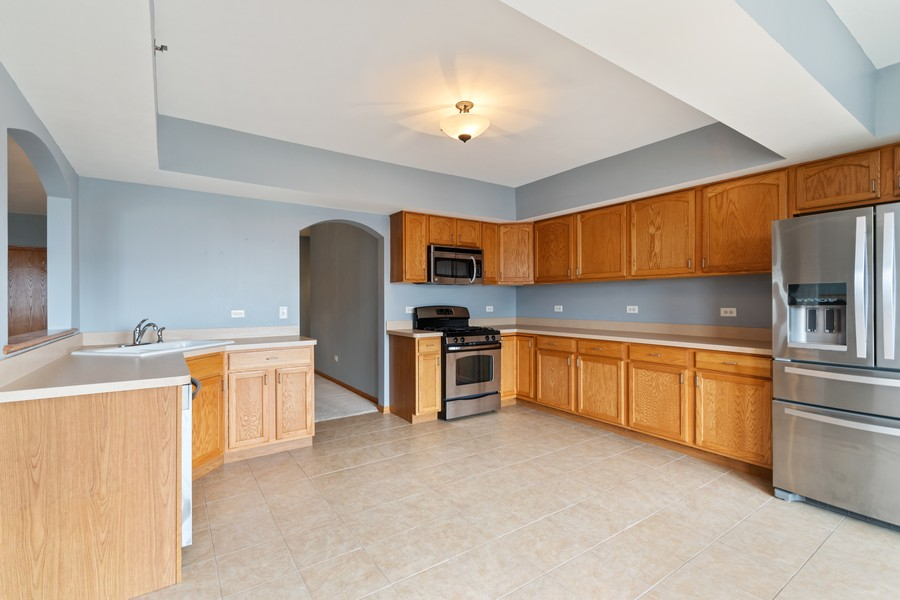 Real Estate Photography - 7928 TRINITY CIRCLE, UNIT 4SW, TINLEY PARK, IL, 60487 - Kitchen