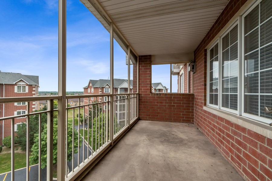 Real Estate Photography - 7928 TRINITY CIRCLE, UNIT 4SW, TINLEY PARK, IL, 60487 - Screened in Balcony