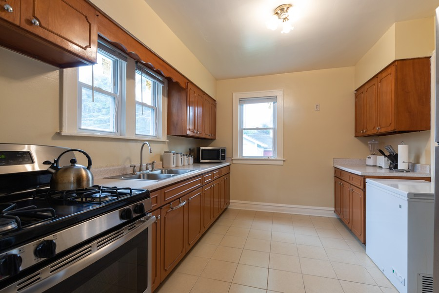 Real Estate Photography - 316 Judge Ave, Waukegan, IL, 60085 - Kitchen