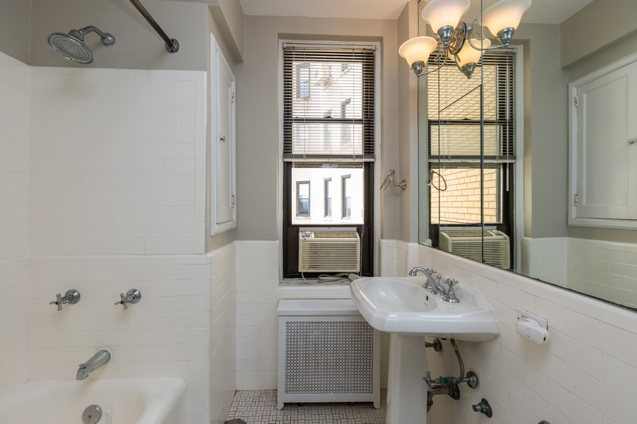 Real Estate Photography - 2000 Lincoln Park West Unit 902, Chicago, IL, 60614 - Guest bathoom