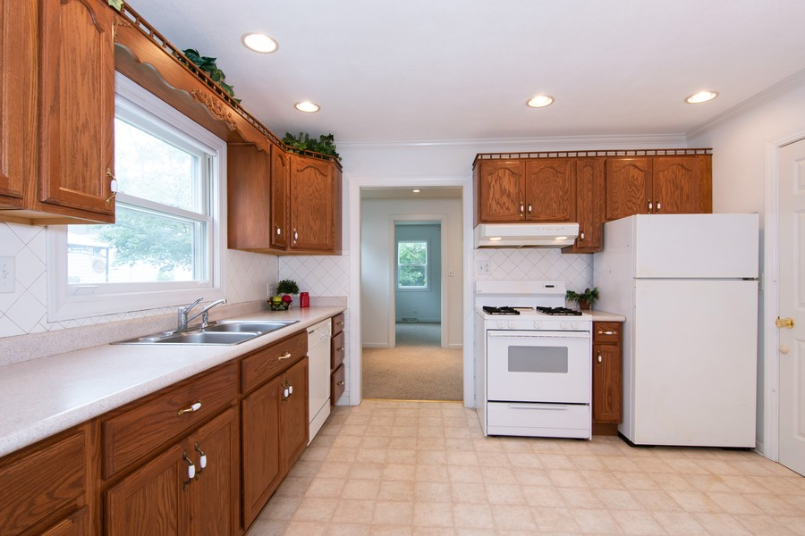 Real Estate Photography - 27W601 Galusha Ave., Warrenville, IL, 60555 - Kitchen