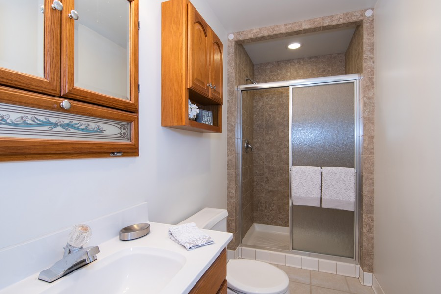 Real Estate Photography - 27W601 Galusha Ave., Warrenville, IL, 60555 - Bathroom