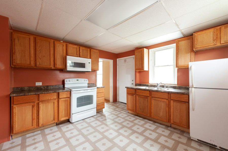 Real Estate Photography - 202 S Butrick Street, Waukegan, IL, 60085 - Kitchen