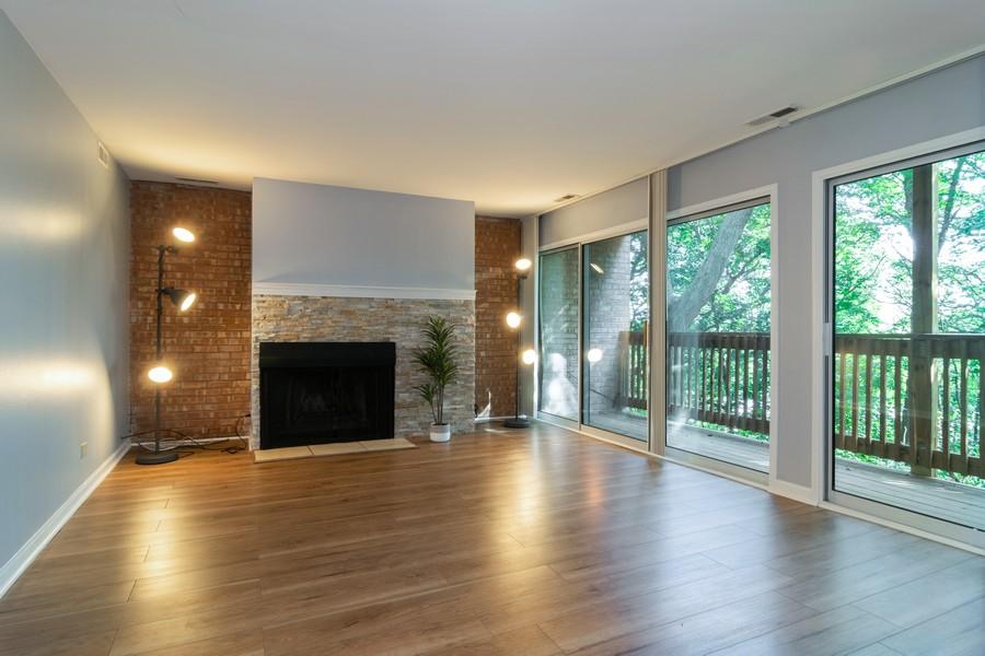 Real Estate Photography - 5815 Oakwood Dr, 2C, Lisle, IL, 60532 - Living Room