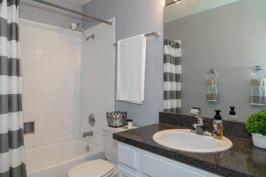 Real Estate Photography - 5815 Oakwood Dr, 2C, Lisle, IL, 60532 - Bathroom