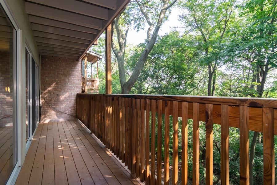 Real Estate Photography - 5815 Oakwood Dr, 2C, Lisle, IL, 60532 - Balcony