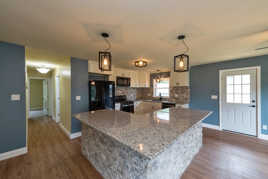 Real Estate Photography - 1709 W 97th Ave, Crown Point, IN, 46307 - Kitchen