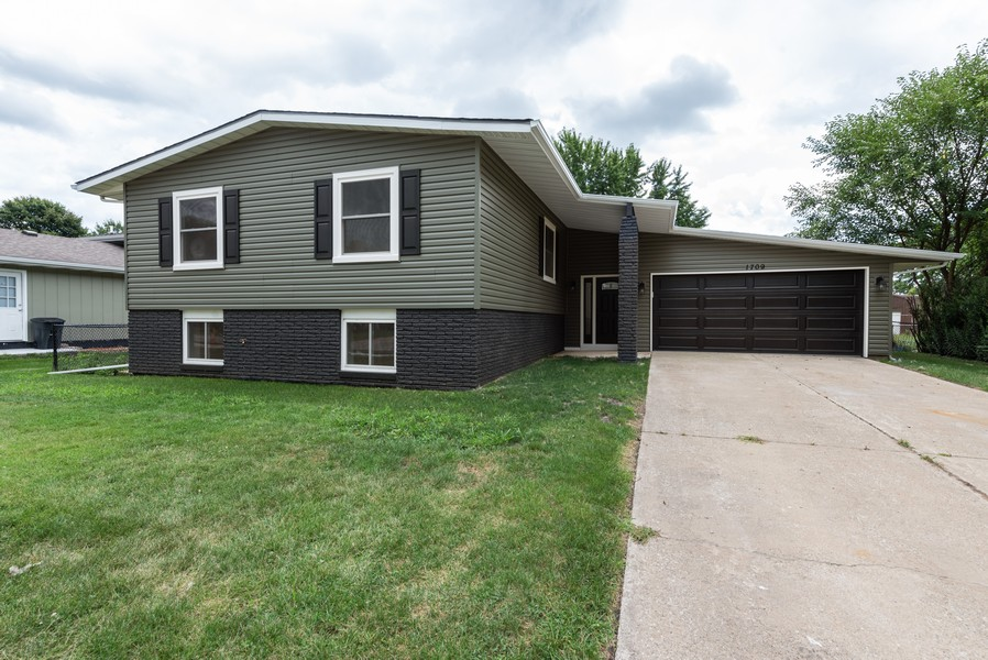 Real Estate Photography - 1709 W 97th Ave, Crown Point, IN, 46307 - Front View