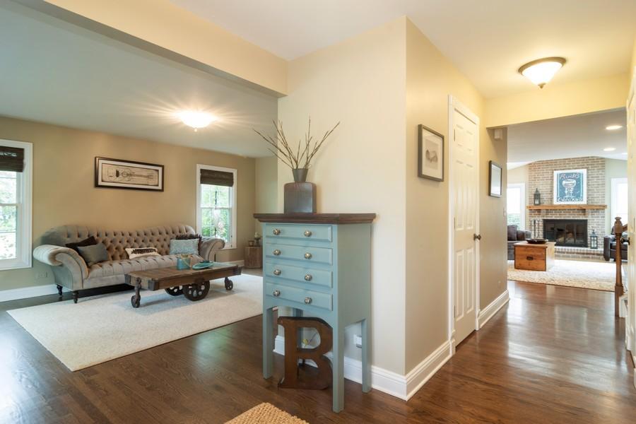 Real Estate Photography - 2206 E Hunter, Arlington Heights, IL, 60004 - Foyer