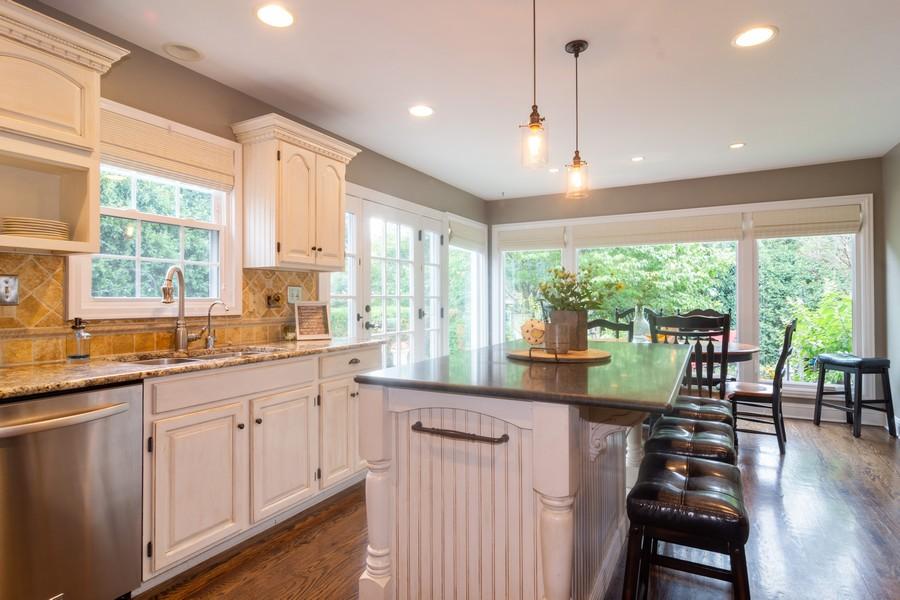 Real Estate Photography - 2206 E Hunter, Arlington Heights, IL, 60004 - Kitchen