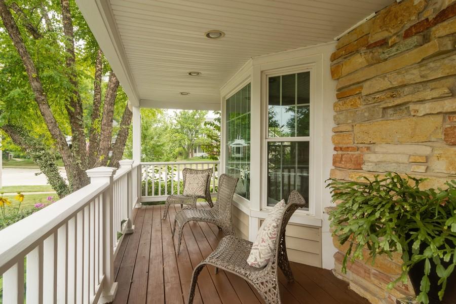 Real Estate Photography - 2206 E Hunter, Arlington Heights, IL, 60004 - Porch
