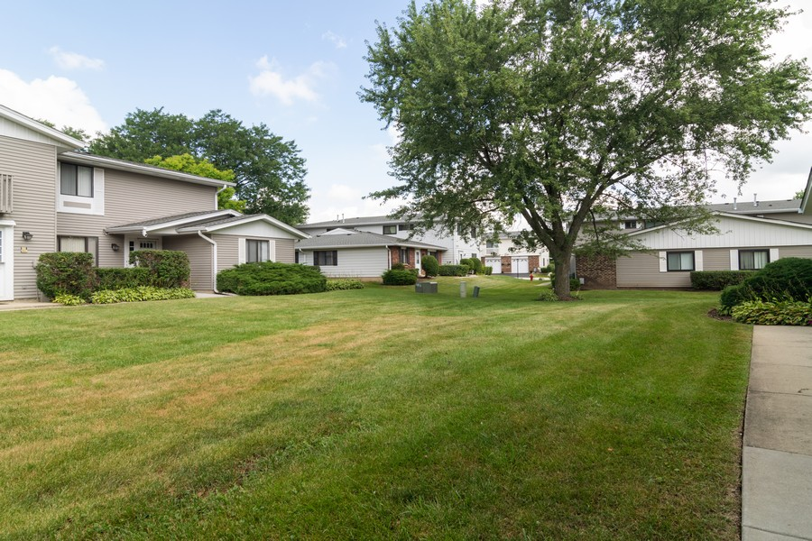 Real Estate Photography - 135 Fairlane, Unit A, Bloomingdale, IL, 60108 - Front Yard