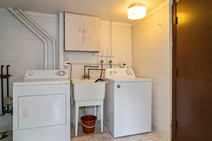 Real Estate Photography - 135 Fairlane, Unit A, Bloomingdale, IL, 60108 - Laundry Room