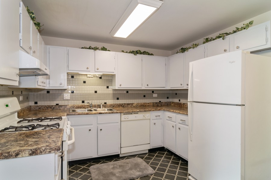 Real Estate Photography - 135 Fairlane, Unit A, Bloomingdale, IL, 60108 - Kitchen
