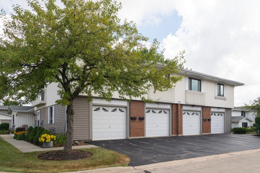 Real Estate Photography - 135 Fairlane, Unit A, Bloomingdale, IL, 60108 - Side View