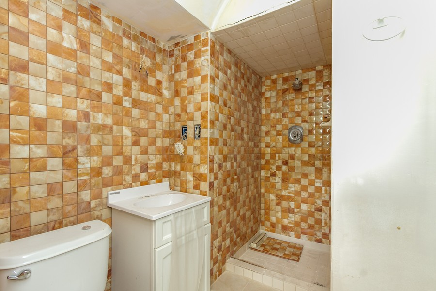 Real Estate Photography - 500 E 78th Pl, Merrillville, IN, 46410 - 2nd Bathroom