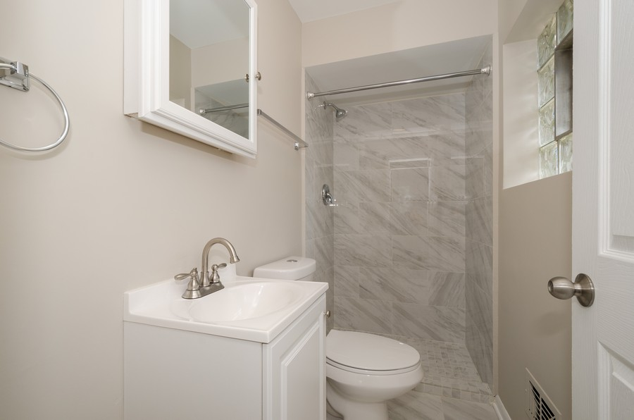 Real Estate Photography - 4845 W Sherwin, Lincolnwood, IL, 60712 - Master Bathroom