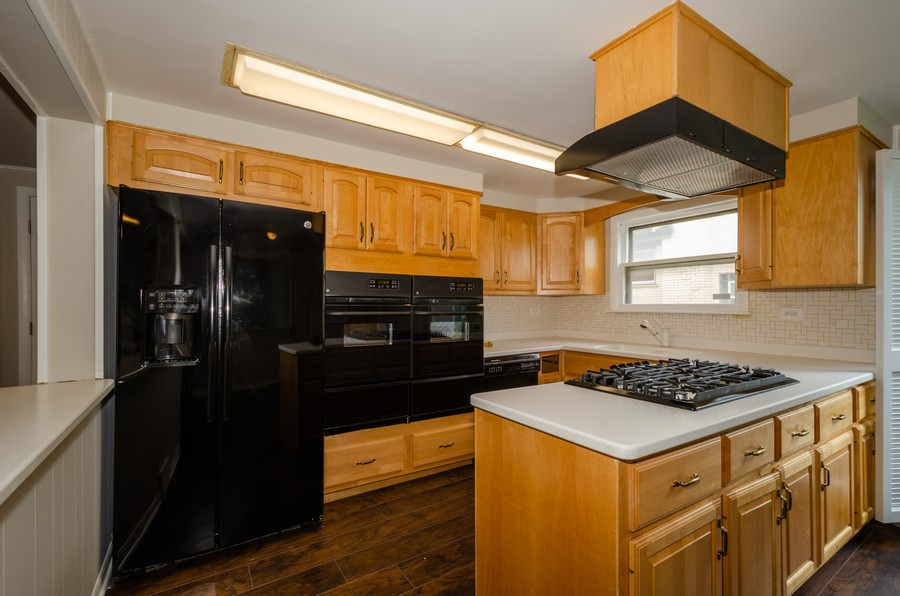 Real Estate Photography - 4845 W Sherwin, Lincolnwood, IL, 60712 - Kitchen