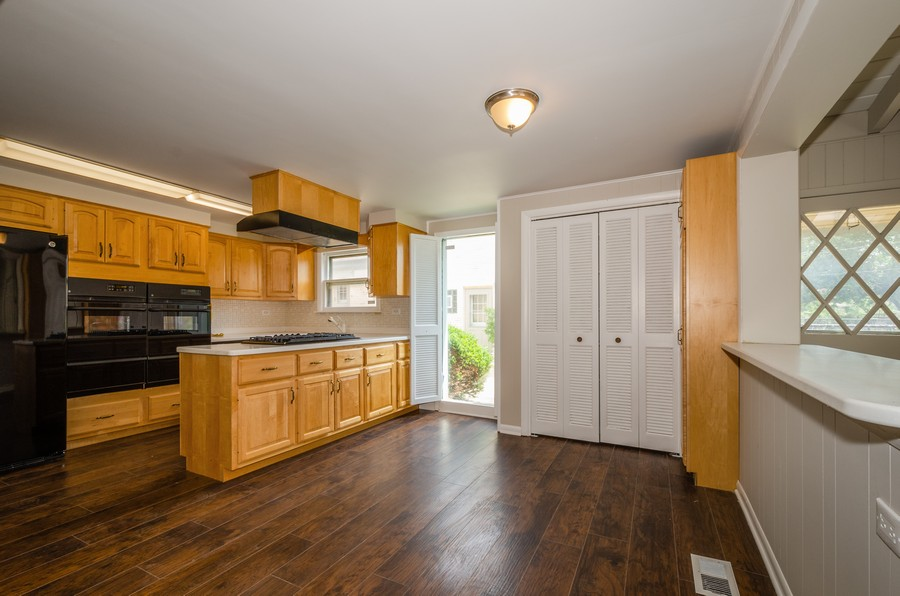 Real Estate Photography - 4845 W Sherwin, Lincolnwood, IL, 60712 - Kitchen / Breakfast Room