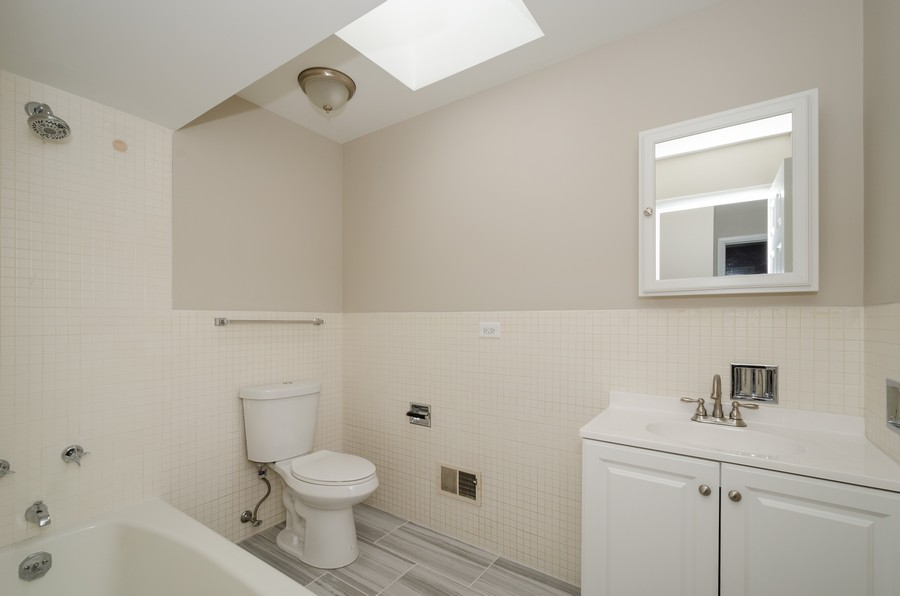 Real Estate Photography - 4845 W Sherwin, Lincolnwood, IL, 60712 - 2nd Bathroom