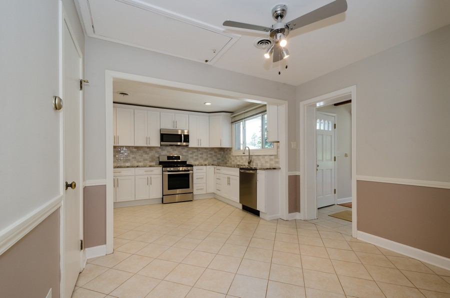 Real Estate Photography - 851 E. Grant Dr., Des Plaines, IL, 60016 - Kitchen / Dining Room