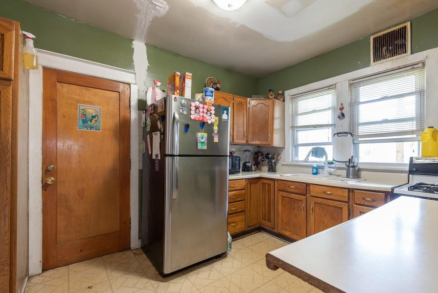Real Estate Photography - 1747 Hartrey Avenue, Evanston, IL, 60201 - Kitchen