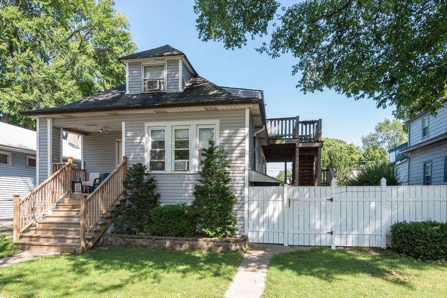 Real Estate Photography - 1747 Hartrey Avenue, Evanston, IL, 60201 - Front View