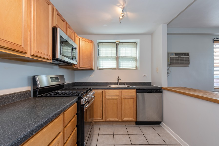 Real Estate Photography - 2732 Hampton Parkway #DG, Evanston, IL, 60201 - Kitchen with south exposure, new stove