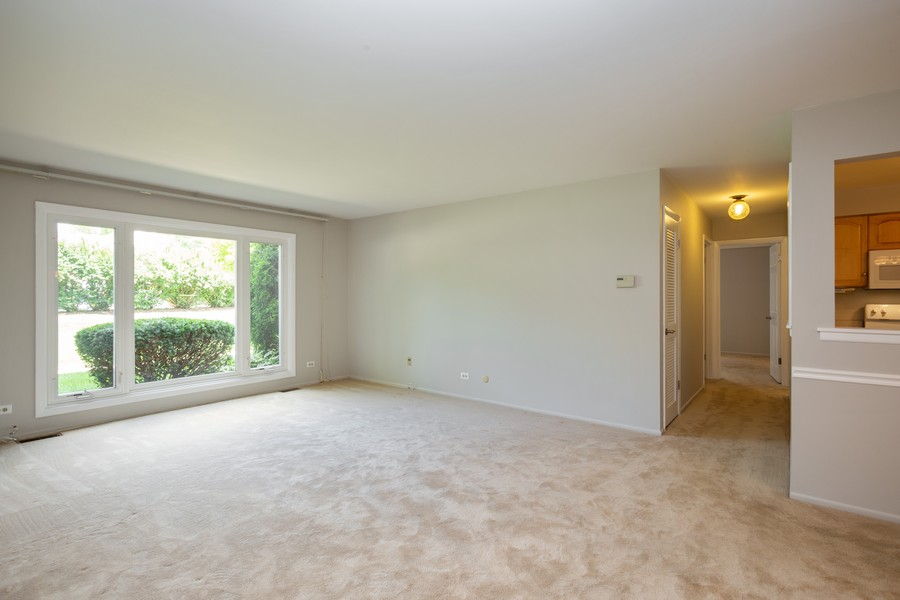 Real Estate Photography - 1314 S. New Wilk Road, Unit 1C, Arlington Heights, IL, 60005 - Living Room