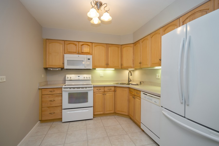 Real Estate Photography - 1314 S. New Wilk Road, Unit 1C, Arlington Heights, IL, 60005 - Kitchen