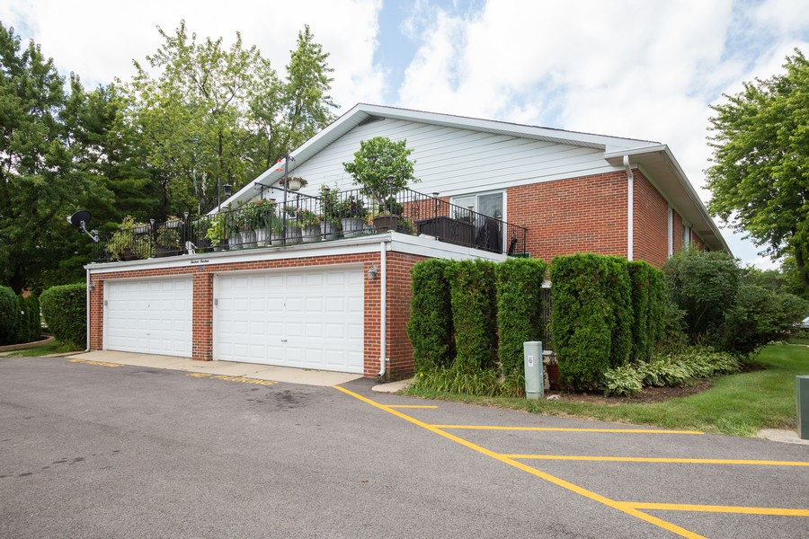 Real Estate Photography - 1314 S. New Wilk Road, Unit 1C, Arlington Heights, IL, 60005 - Side View