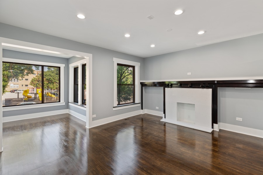Real Estate Photography - 7138 S Cole Ave, Unit 1N, Chicago, IL, 60649 - Living Room