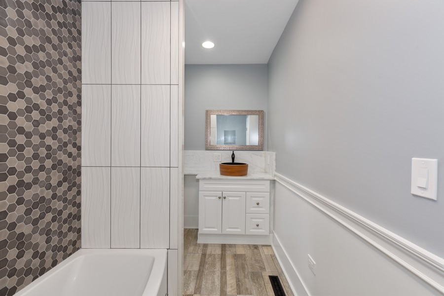 Real Estate Photography - 7138 S Cole Ave, Unit 1N, Chicago, IL, 60649 - Master Bathroom