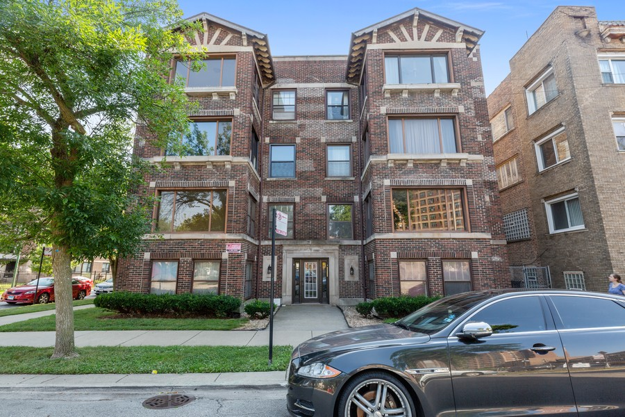 Real Estate Photography - 7138 S Cole Ave, Unit 1N, Chicago, IL, 60649 - Front View