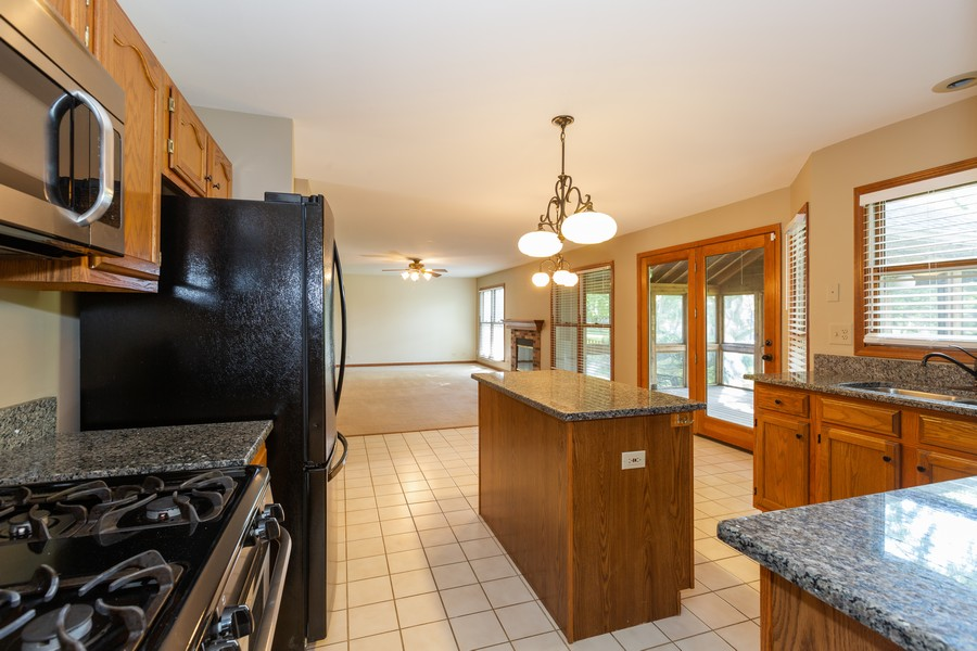 Real Estate Photography - 1740 Arbordale Ln, Algonquin, IL, 60102 - Kitchen