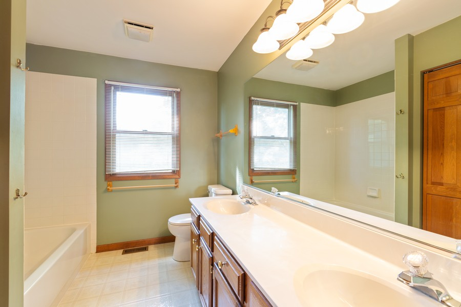 Real Estate Photography - 1740 Arbordale Ln, Algonquin, IL, 60102 - 2nd Bathroom